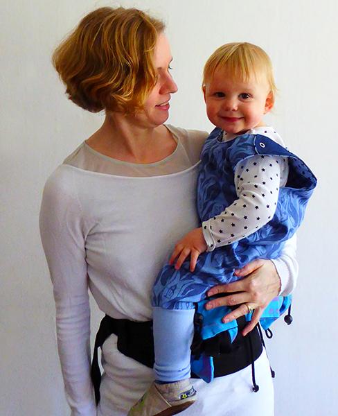 Mochila Buzzidil Versatile Babysize a la cadera